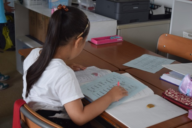 Pre-3rd Graders Expand On Their English By Learning Homophones